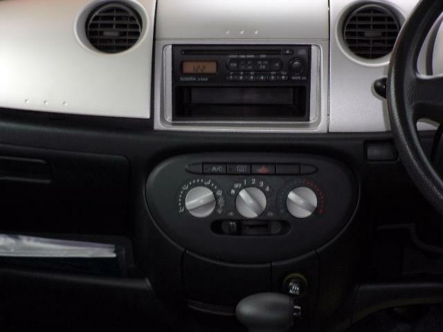 純正CDオーディオ装備です。お好みのオーディオやナビ・ドライブレコーダーの取り付けも承ります。