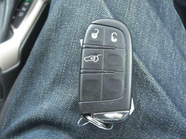 スマートキーなので、ポケットやカバンにカギを入れたままでのエンジンの始動が可能です♪