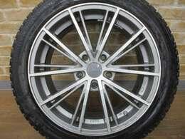オプションにて、OZレーシング社製17インチアルミホイール付き スタッドレスタイヤ のご用意もございますのでご相談下さい♪