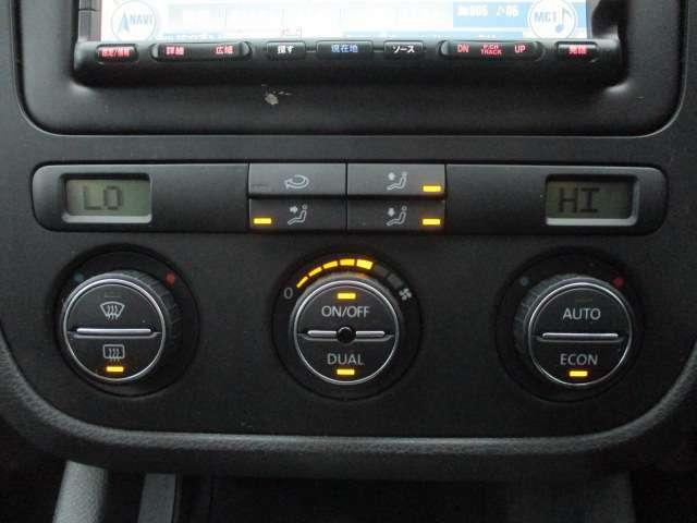 Bプラン画像:パネルやスイッチ類にはキズや汚れ等も少なくキレイな状態です♪文字印字も消えずにはっきりと残っており操作性も良好です♪左右独立型になっておりますので、運転席と助手席で別々の温度調節が可能です♪