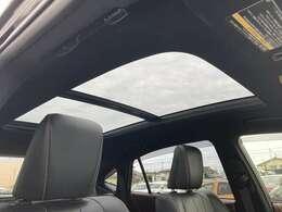 ◆パノラマムーンルーフ【開放感溢れるダパノラマムーンルーフが装備されております!!車内も明るくて快適です。】