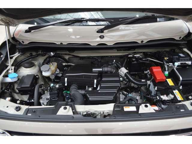 モーターの力でクリープ走行、発信後‐加速時のモーターアシストで燃費も向上、減速時のエネルギーで発電充電し低燃費に貢献しスムーズなエンジン始動、居住性に影響を与えない軽量コンパクトなシステムです