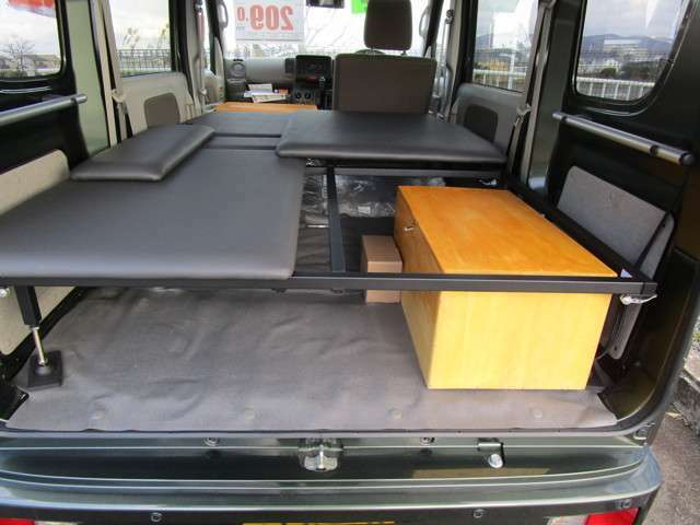 シンプルで広々就寝スペースでバッテリーケースもベット下収納です・メンテナンス以外はBOXの開け閉めはありません・