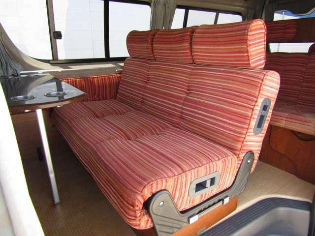 広々とした後席シートは座り心地◎です♪