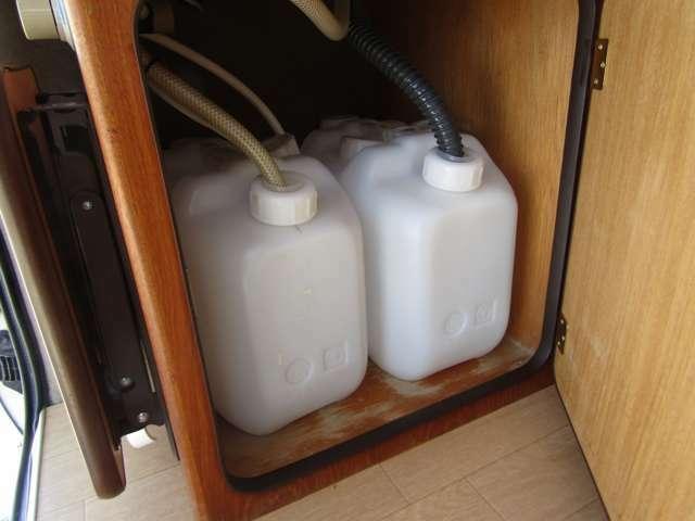 水廻りはポリタンク式となります!給水・排水ともに10リッターの容量です♪