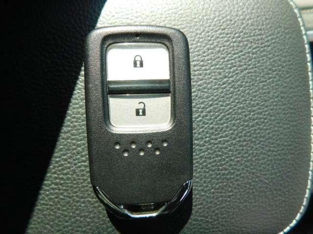 ドア開閉に便利なスマートキーです!構内での車のご試乗は可能です!いつでもスグに車をご覧いただけます♪ご来店をご予約いただきましたお客様には専任スタッフがしっかりとサポートさせて戴きます♪