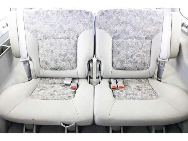 ★リアシートは成人男性でもゆったり座っていただける居住空間になります★