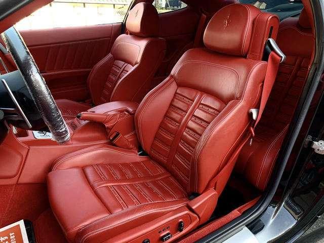 運転席側、助手席のシートも綺麗に保たれております。