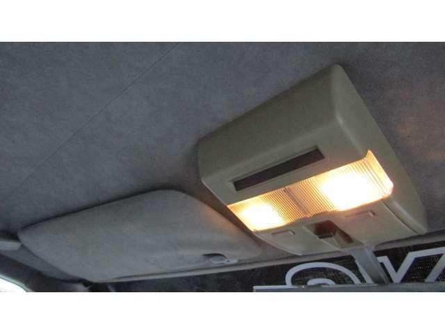 車内を明るく照らしてくれる室内灯♪