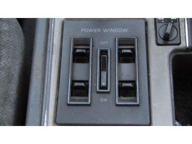 パワーウィンドウですので、運転中でも窓の開閉が楽に行えますよ♪