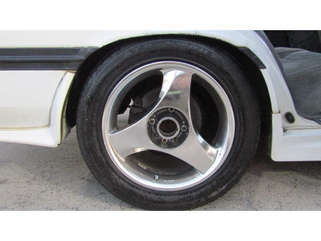 社外ホイール♪別途格安料金で新品タイヤに変更可能ですのでお気軽にご相談ください♪