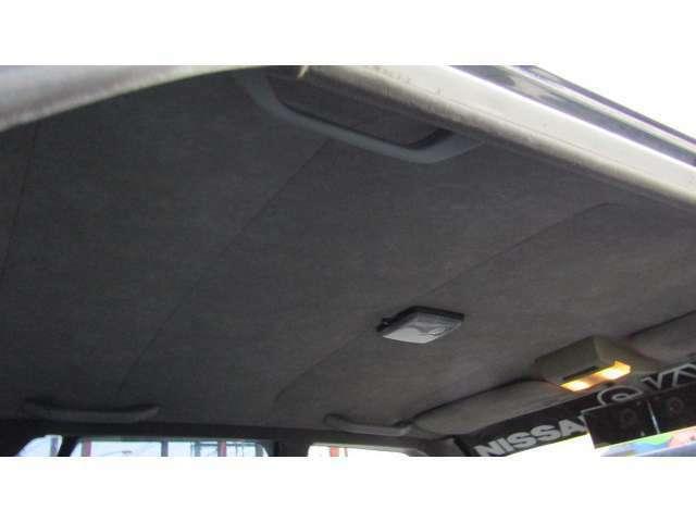 天井にも大きなシミや汚れ等無く、比較的綺麗な状態ですよ♪