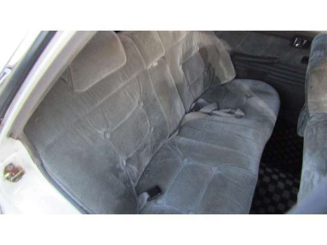 後部座席にも多少の使用感は御座いますが、使用に問題は御座いません♪
