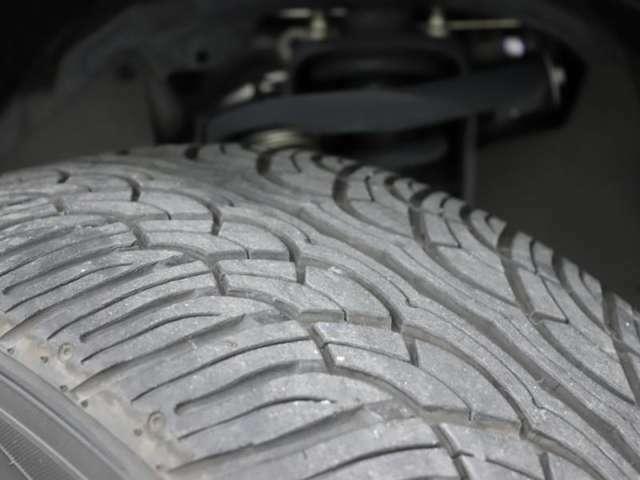 タイヤの残り溝もまだまだ十分あります。