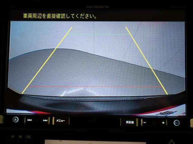 バックモニター装着車です。後方の死角もバックモニタ-があれば映像として映りますので安心してお乗りいただけます。