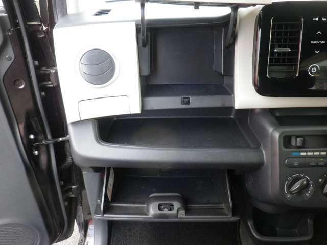 収納スペースも多く、使いやすいお車です!