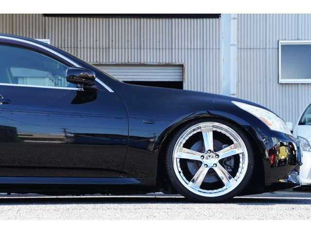 フロント足回り詳細。ラルグスSpec-S減衰調整機能付きフルタップ車高調を装着。比較的ソフトバネレート(12k)で突き上げ感なく乗り心地が良い。減衰32段調整ですのでお好みの硬さへ変更可能です。