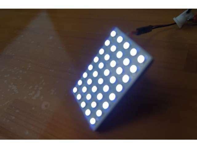 取り付ける室内LEDの最大サイズがこちらの5×8の40連LED。装着できる車種は少ないですが、入れば入れます!車種別にサイズを選択して取り付けますが、出来るだけ明るくなるよう最大サイズに致します☆