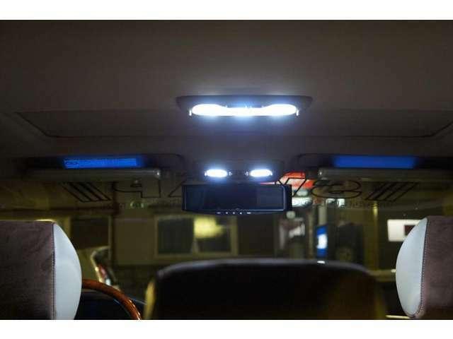 実際に車内へ取り付けてみると、スゴく明るく綺麗なホワイト光です♪消費電力が押さえられた上にオシャレで明るければ言うコトなしでしょ♪