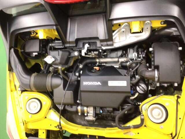 専用設計TORBO 高回転型660ccDOHCエンジンです。