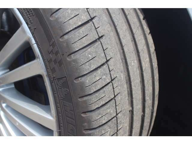 タイヤはミシュランのパイロットスポーツ3です♪