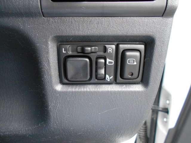 電動格納ミラーにミラーヒーターも装着されております。