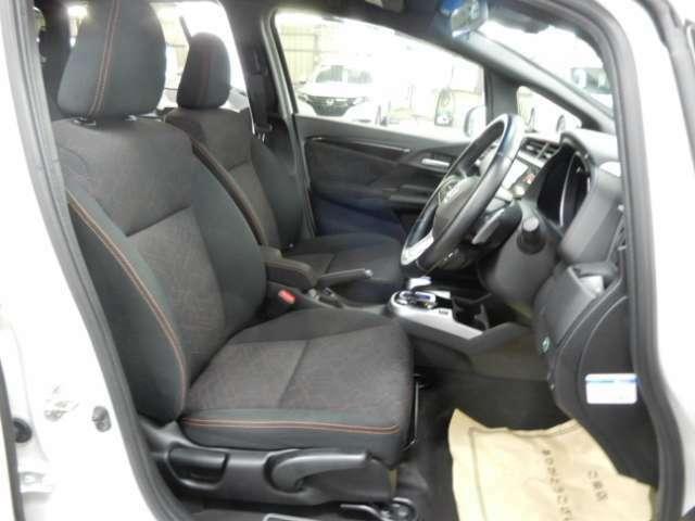 フィット感のあるシート。身体をしっかりと支えてくれるので、長時間の運転も快適にサポートしてくれます。