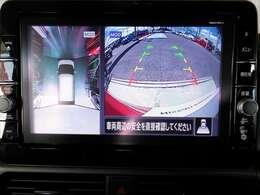 【インテリジェントアラウンドビュ-モニタ-】駐車中のクルマを、上空から見下ろしているかのような映像にして表示します。ひと目で周囲の状況がわかるため、スムースに駐車できます。