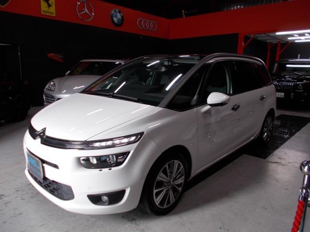 ディーラー整備車両の程度良好な人気ホワイト!グランドC4ピカソ エクスクルーシブの入庫です!今まですべてディーラーメンテナンスのお車です!