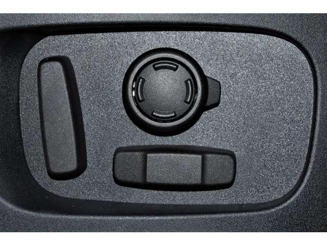 電動シートにはランバーサポートも付いているため、長距離ドライブでも疲れが軽減できます。