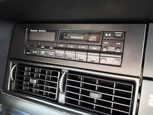 オリジナルのカセットラジオです。当時の雰囲気が感じられます。