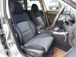 運転席は電動にて調整可能なパワーシート完備。目立つような擦れや切れなども無く大変綺麗な状態となります。ご希望に応じて専用シートカバーやバケットシートなどのスポーツシートに変更も可能です。