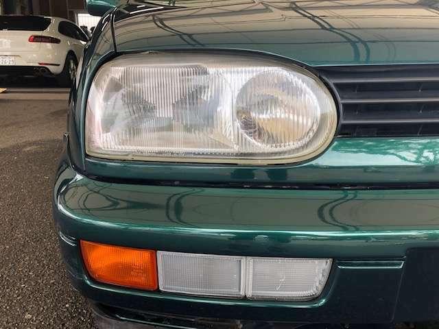 右側ヘッドライトです。