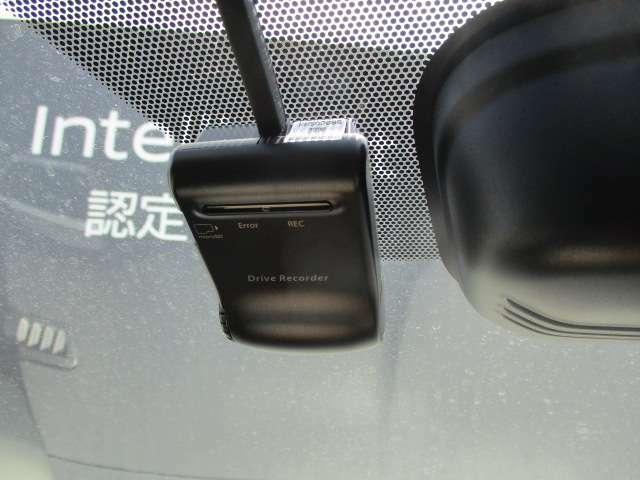 話題のドライブレコーダーが装着されてます。