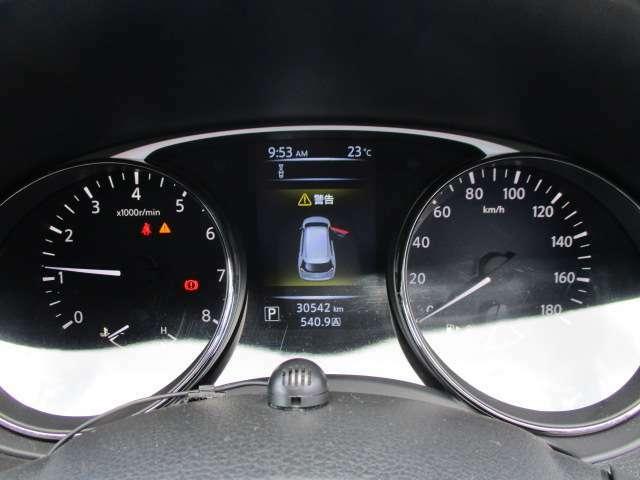 運転席のスピードメーターになります。見やすく安全快適なドライブを楽しめます。
