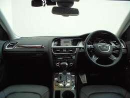 室内の使用感も少なく、まだまだこれから安心して長くお乗りいただけるお車です。