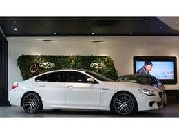 また、同車はMスポーツパッケージ車両となり、専用エアロやMレザーステアリング等が装備されております。