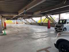 こちらの広い駐車場に物件が並びます!お客様にピッタリの1台をお届けいたします!