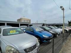 国産車からスーパーカーまでお気軽にご来店ください。休日はスーパーカーが集まることも!?