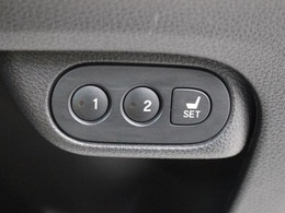 ポジションメモリー付シートです。ご家族や複数の方で車を乗られる方には便利な機能です。