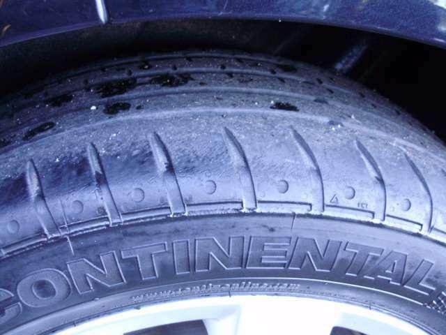 【タイヤ溝残】雨天時は雨をはじき出す重要な役割を果たすタイヤの「溝」も十分残っています!安心して乗って頂けますよ!
