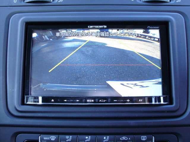 バックガイドモニター機能付きです!バックする際に後方の様子をカーナビのモニター上に表示してくれます。運転席にいながら、後方が確認できるので、バック駐車が、スムーズに行えます。