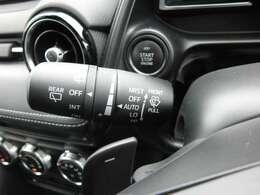 オートワイパー 雨滴を検知しオートでワイパーを作動させ、雨量によりスピードも調整します。