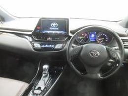 自社サービス工場にてトヨタのプロのメカニックが車検整備を実施し、1年間走行距離無制限のロングラン保証をお付けしてお客様にお渡しいたします。