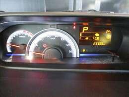 くっきり見やすい視認性の良いメーターです。ドライブに役立つ多彩な情報を表示してくれます。