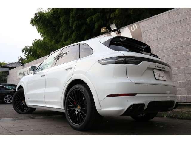 ハイレベルなスポーツ性能とオフロードでの走行性能を併せ持つスーパーSUV ポルシェ カイエンGTS 入庫です!外装色は人気のホワイトを配色!