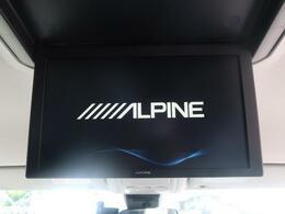 12.8型アルパインのフリップダウンモニター付き☆リアシートの方も大画面でTV・DVDをお楽しみいただけます♪