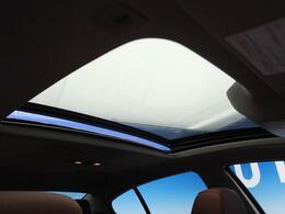 ●サンルーフ(チルト機能付き)『オプション装備された高級車の代名詞!開放的なドライブをお楽しみください♪』