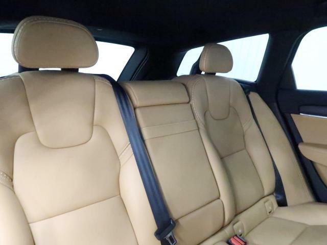 VOLVOのシート形状は人間工学に基づいた設計となっており、長時間の運転でも疲れにくいと定評があります。当店では事前のご予約で試乗も可能となっておりますので、ご体感いただきご納得のうえご検討ください。