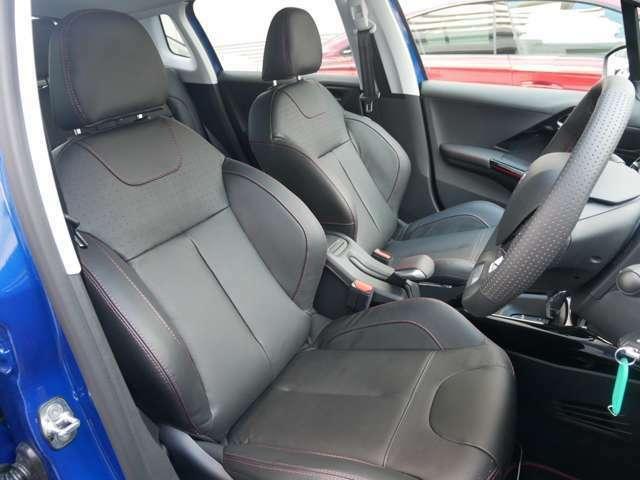 ホールド感のあるシートで乗り心地は良いです。
